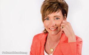 Angela Elis Moderatorin Podiumsdiskussion