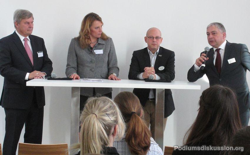 Foto: Podiumsdiskussion Moderation Katrin Seifarth