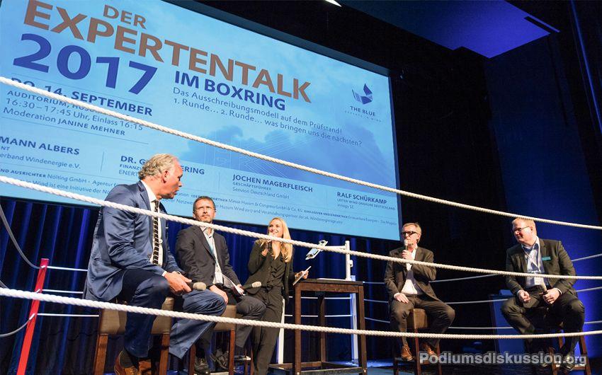 """Foto: Podium Moderation Janine Mehner """"Der Expertentalk im Boxring 2017"""""""